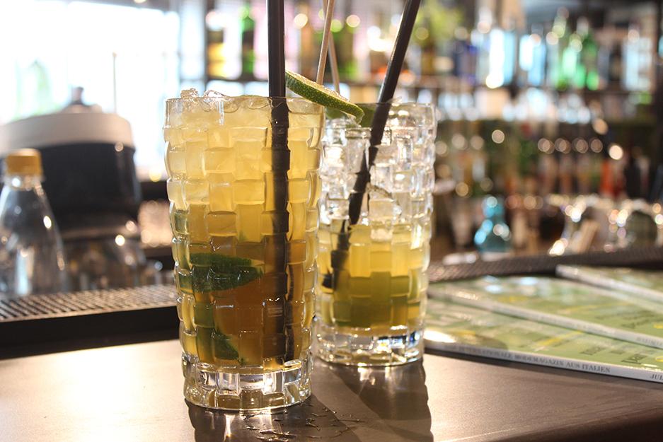 03 SUPER Blogger Plausch Bikini Berlin Cocktails Caipi Drinks