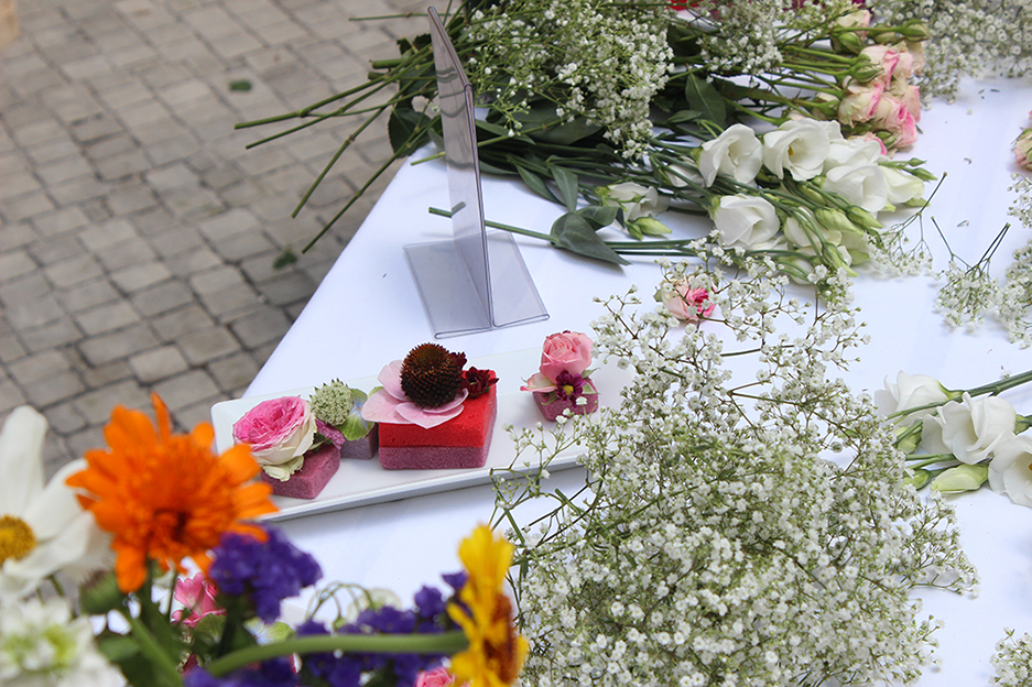 04 Hashmag Blogger Lounge mbfw 2015 Blumenkränze Sommer