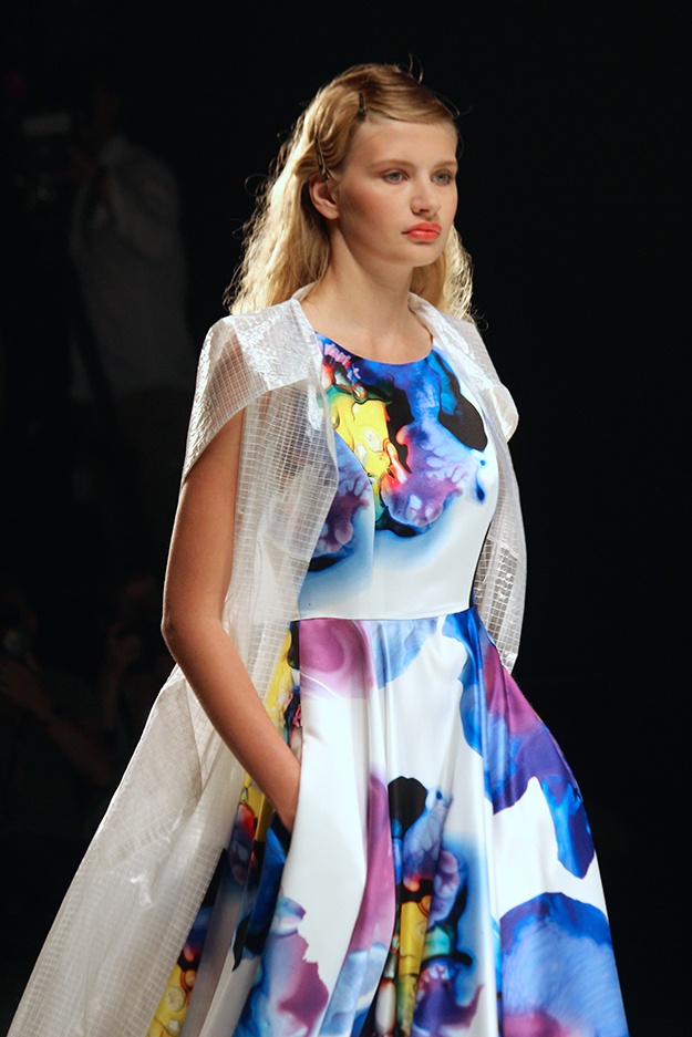 Anja Gockel Fashionshow Amelia Fashion Week Juli 2015 Printkleid 03