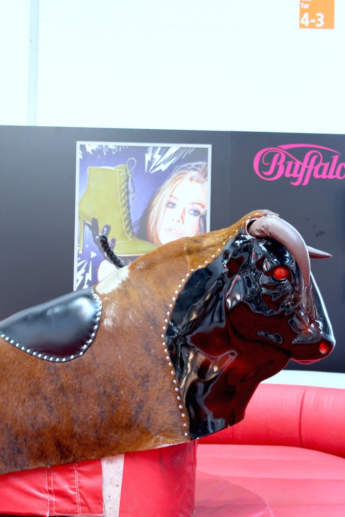 Buffalo Bull riding Bullenreiten FashionBloggerCafe Shoeedition