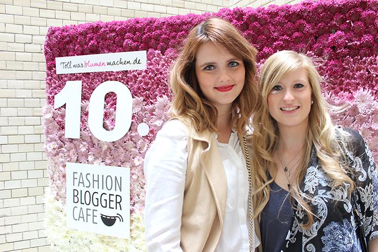 Fashion Blogger Cafe Berlin Juli 2015 Blumenwand Modebloggerinnen