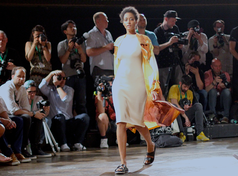 Marcel Ostertag Desert Berlin Fashion Week 2015 : 16 Spring Summer Titel