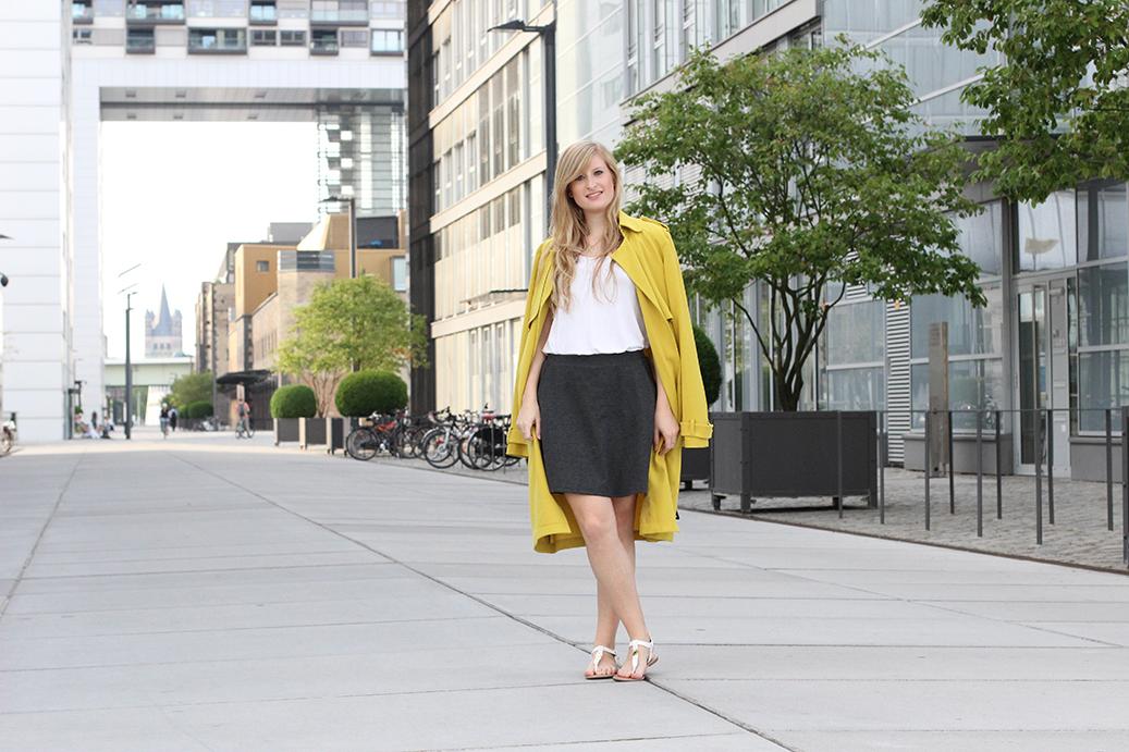 titel gelber Trenchcoat Tom Tailor Modeblog Köln