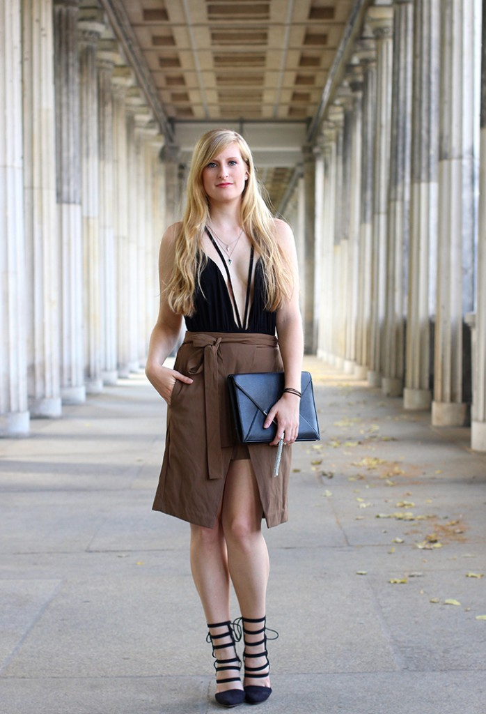 01 Zara Wickelrock und schwarzes Body-Oberteil Asos Fashion Bog