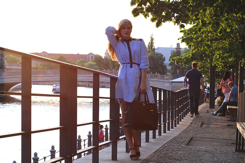 04 Fashionblog Berlin Jeanskleid Sonnenuntergang Spree Dom ootd