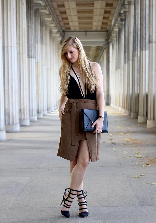 07 Fashion Blog Köln JustFab Gladiator Heels schwarz Clutch