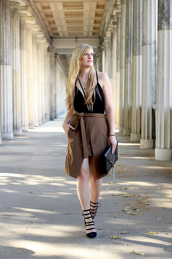 11  Wickelrock braun und schwarze Gladiator Highheels Mode blog köln