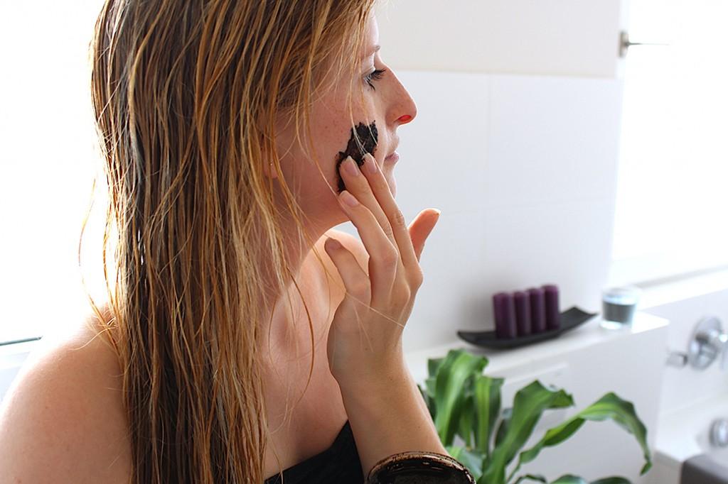 Auftragen Gesichtsmaske Vestige Verdant testbericht Beauty Blog Köln