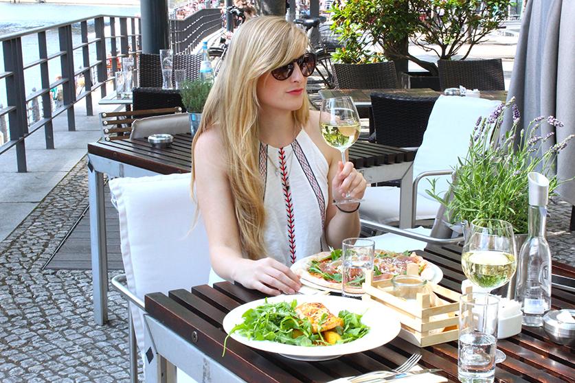 Berliner Dom Restaurant Mittagessen Pizza und Pasta beste Aussicht