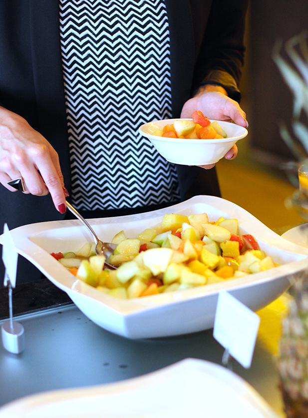 Früchteschale Frühstücksbuffet Restaurant Heat Radisson Blu