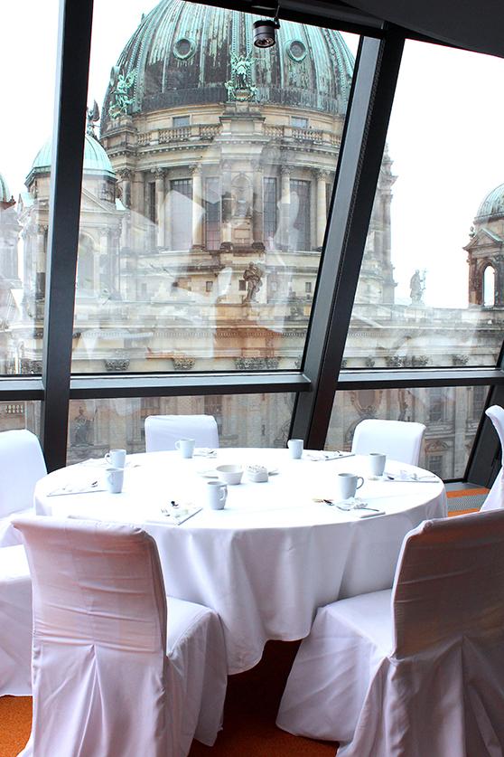 Hotel Berlin Radisson Blu Dom Lounge Aussicht Berliner Dom