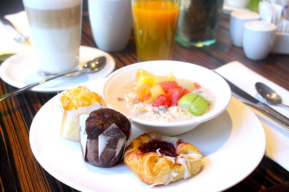 Restaurant Heat Frühstück Buffet Muffin Früchte Kaffee