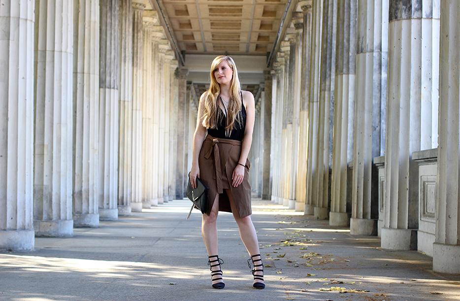 Zara Wickelrock und schwarzes Body-Oberteil streetstyle blog Berlin T