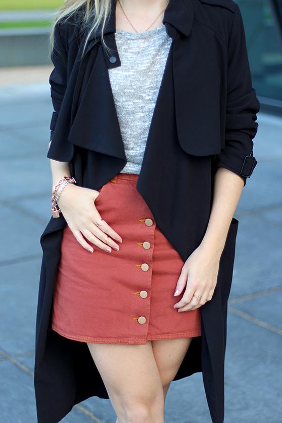 1 Mode Blog Köln ootd Jeansrock mit Knopfleiste und Trenchcoat