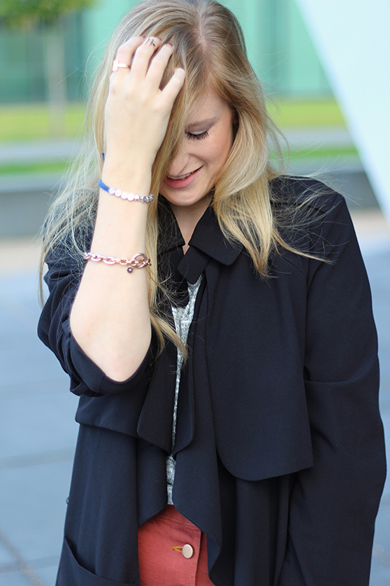 11 Fashion Blog Köln ootd schwarzer Trenchcoat Michael Kors Armband