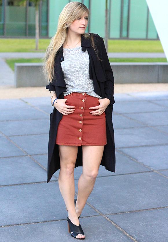 4 Fashion Blog Köln ootd Jeansrock mit Knopfleiste und Trenchcoat