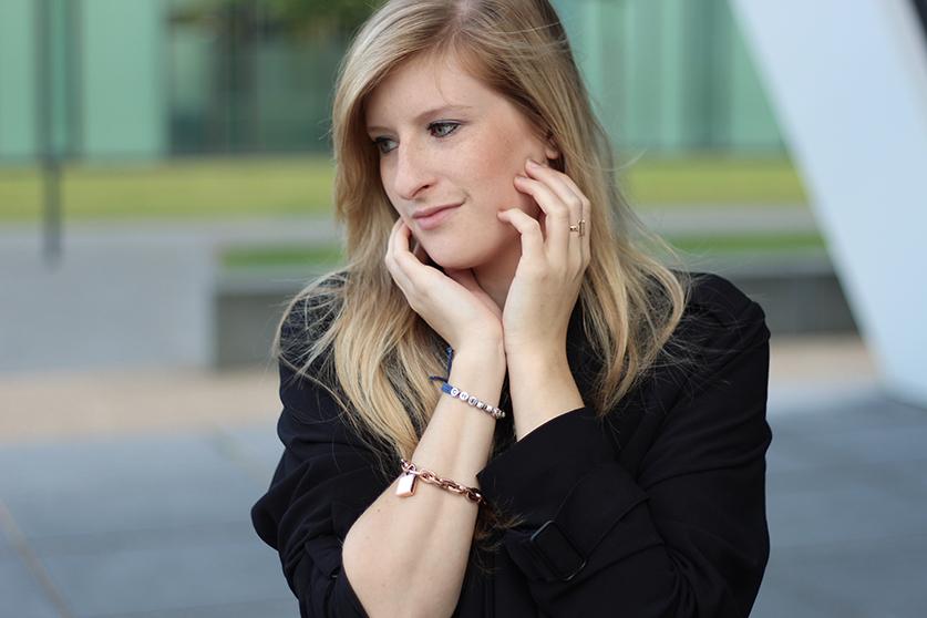 7 Fashion Blog Köln ootd schwarzer Trenchcoat Michael Kors Armband