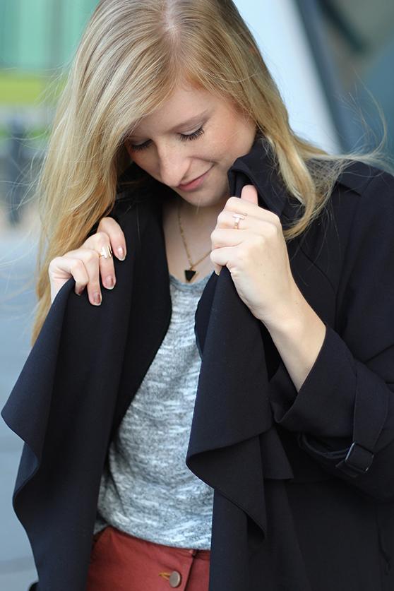 9 Mode Blog Köln ootd Shirt und Trenchcoat stylen Herbst Look
