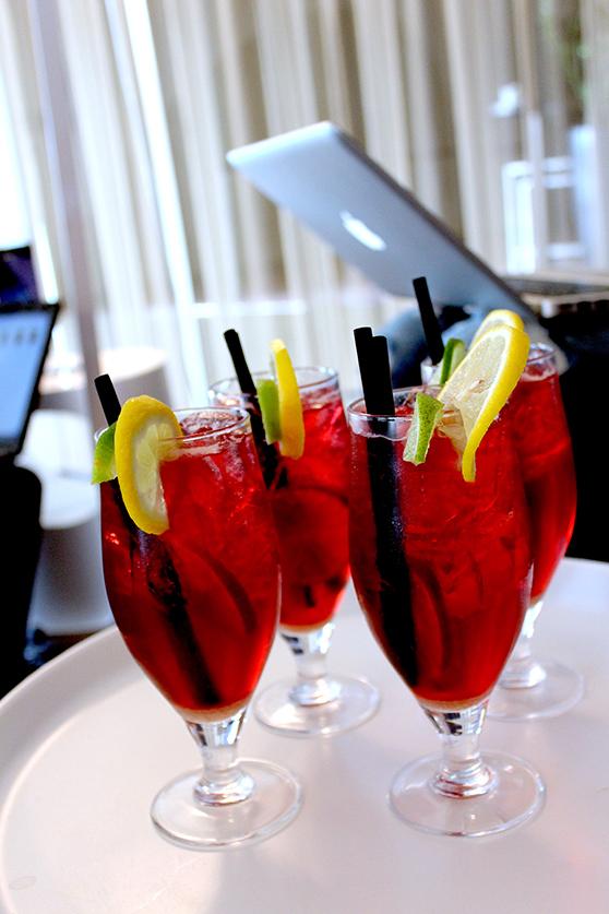 Filini Bar Cocktails Mode & Lifestyle Blog Hamburg MacBook