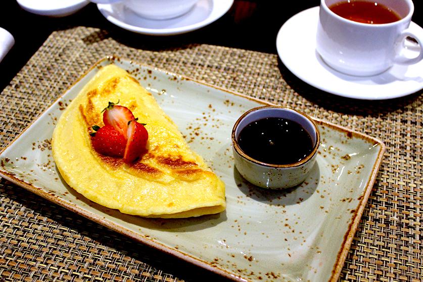 Frühstücksbuffet Obst Pancakes Radisson Blu Hamburg Airport