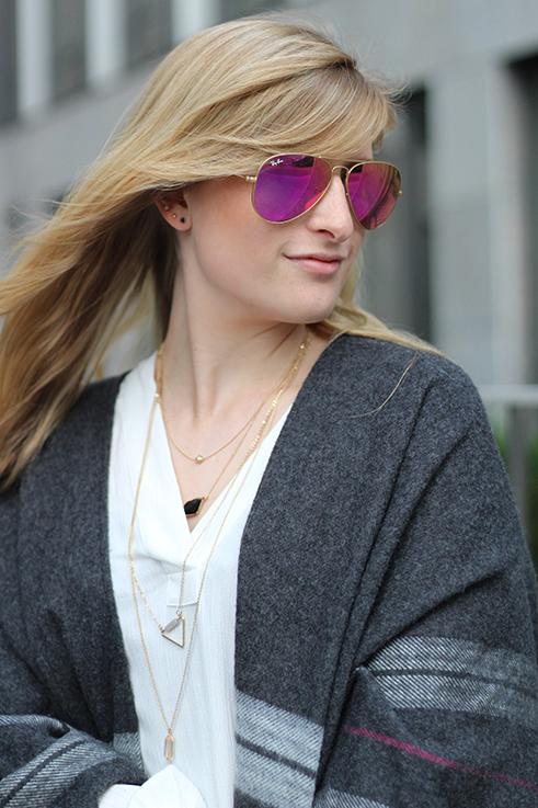 Poncho Herbstlook mit weißer Bluse Fashion Blog Berlin ootd 8