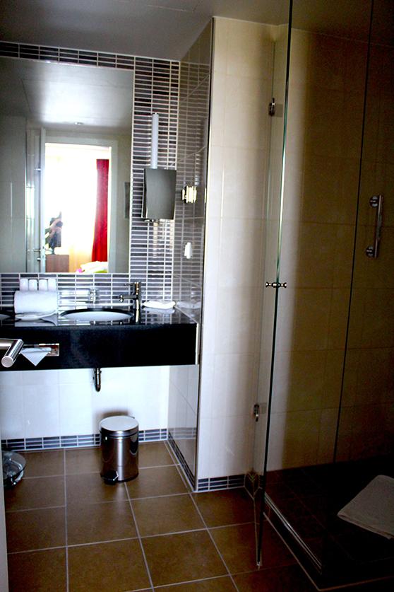 Radisson Blu Hotel Hamburg Airport Suite Badezimmer Einrichtung