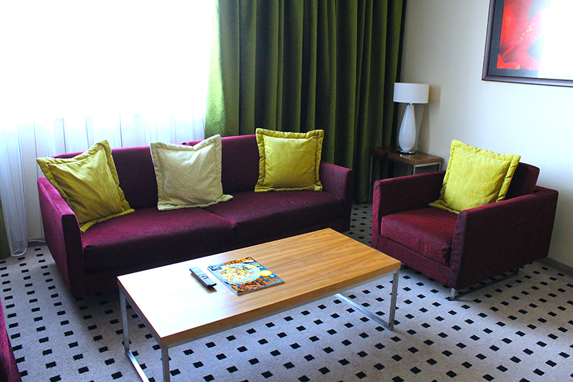 Radisson Blu Hotel Hamburg Airport Suite Urban Couchecke Designer