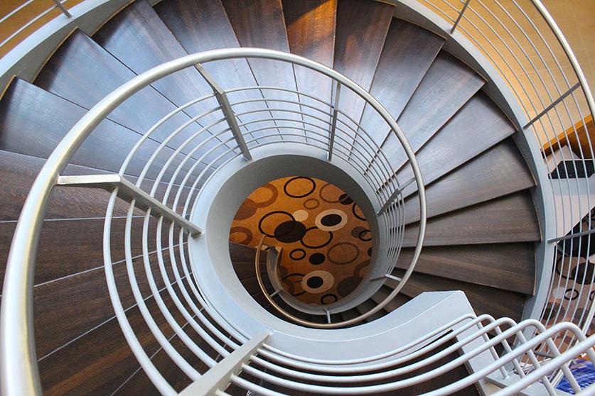 Radisson Blu Hotel Hamburg Airport Wendeltreppe Interior Reise Blog