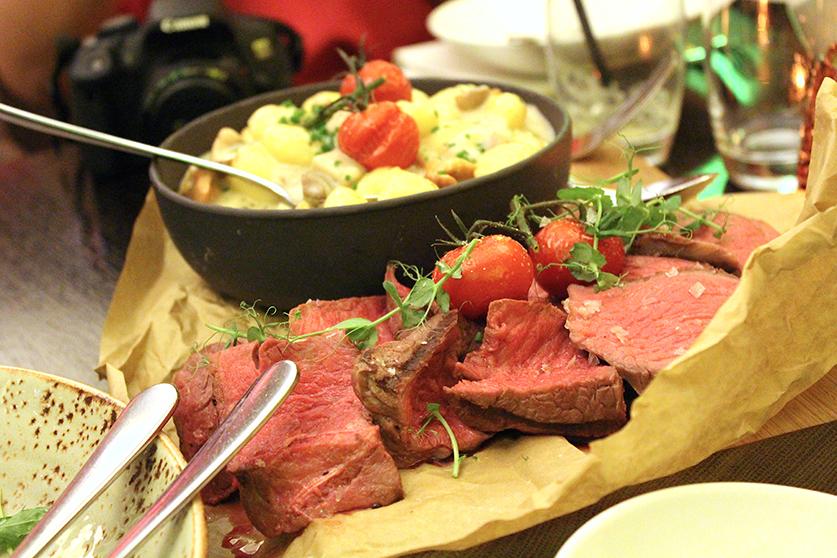 Saftiges Steak mit Gnoccis Restaurant Filini italienisch
