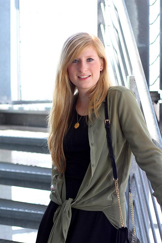 2 Fashion Blog Köln Schwarzes Kleid grüne lange Bluse Michael Kors