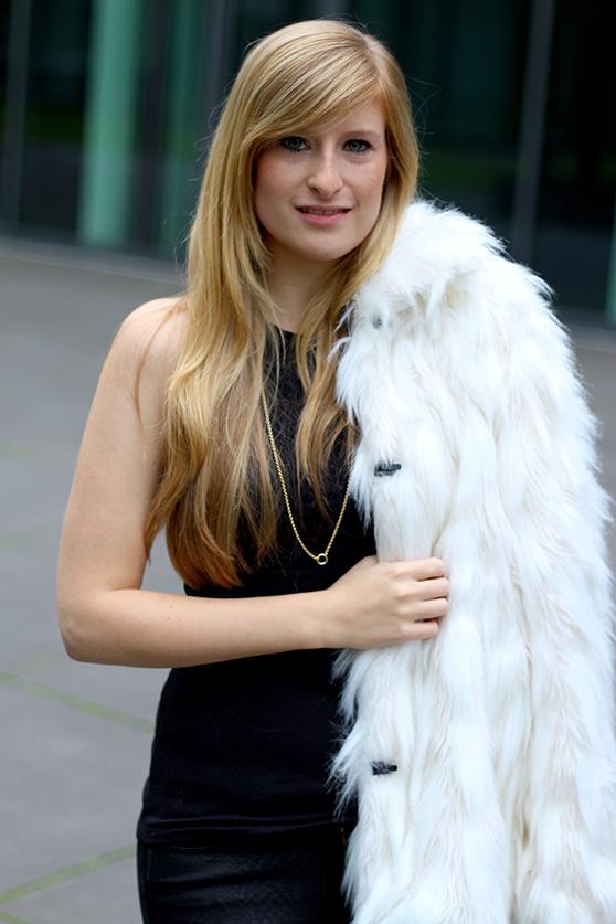 Fashion Blog Köln weiße Felljacke Kunstfell Herbstlook stylen Trend 2015 ootd 91