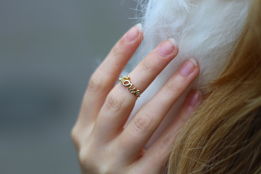Fashion Blog Köln goldener Schmuck Love Ring Lookbook 6