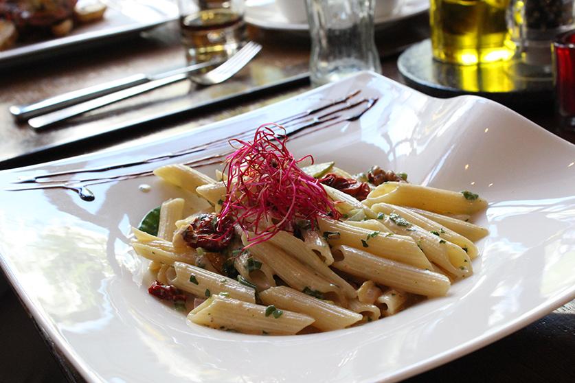 Food Blogger Essen Nudeln mit Ziegenkäse Restaurant Amano Radisson Blu Hotel Medienhafen Düsseldorf.JPG