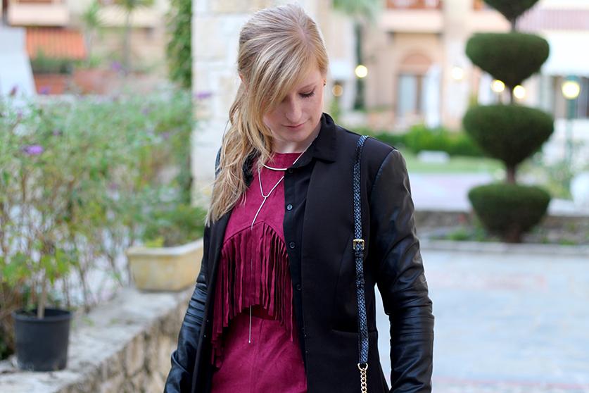 Lookbook Weinroter Wildleder Jumpsuit mit schwarzem Blazer Fashion Blog ootd Griechenland 4