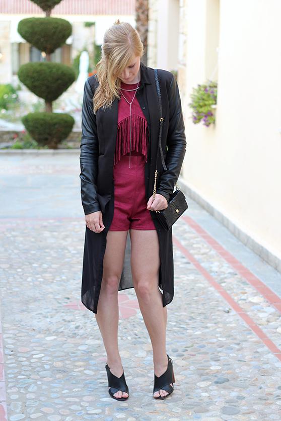 Lookbook Weinroter Wildleder Jumpsuit mit schwarzem Blazer Fashion Blog ootd Griechenland 9