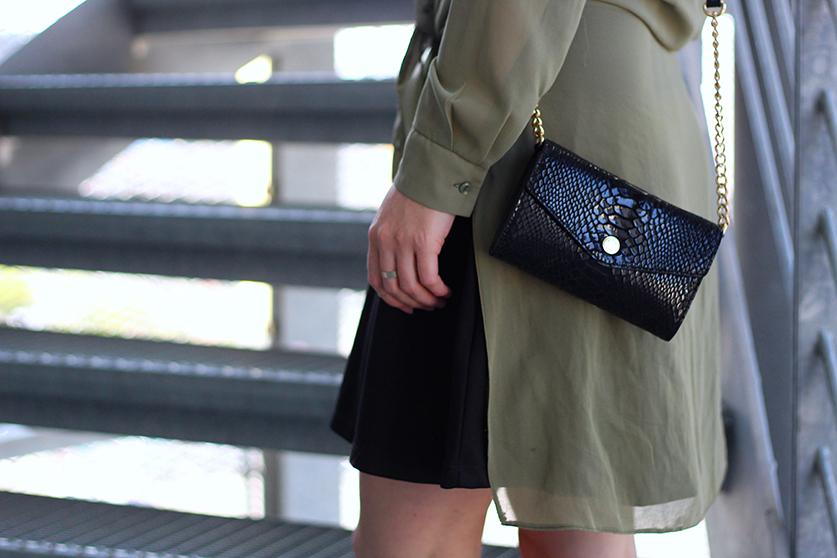 Mode Blog Details Schwarzes Kleid und schwarze goldene Michael Kors Tasche 6