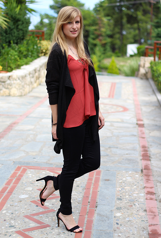 Petite Fashion Blog Griechenland OOTD Lookbook Cardigan Rostrot 5