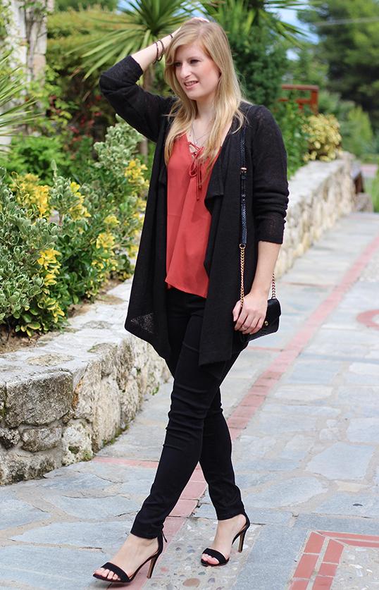 Petite Fashion Blog Griechenland OOTD Lookbook Cardigan schwarze Slim Fit Jeans 93