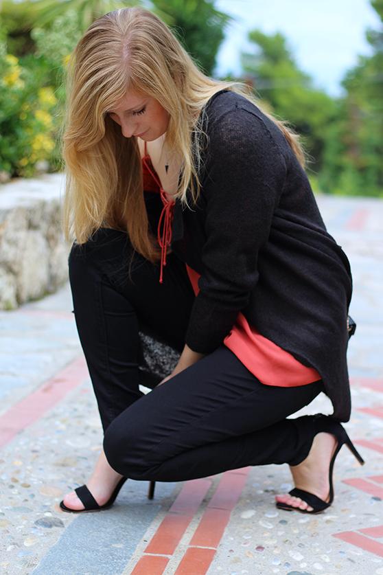 Petite Fashion Blog Griechenland OOTD Lookbook Oberteil Herbstlook Schwarz Rostrot 92