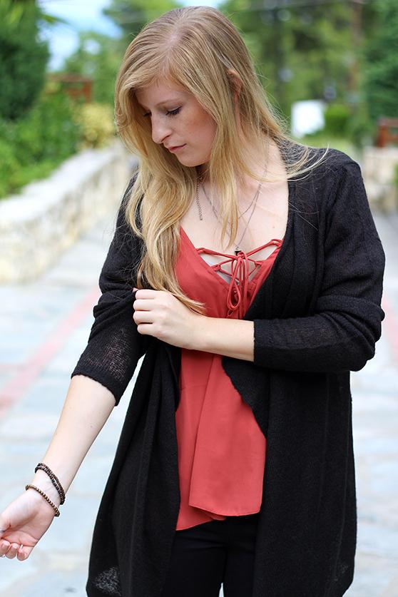 Petite Fashion Blog Griechenland OOTD Lookbook Oberteil mit geschnürtem Ausschnitt 91