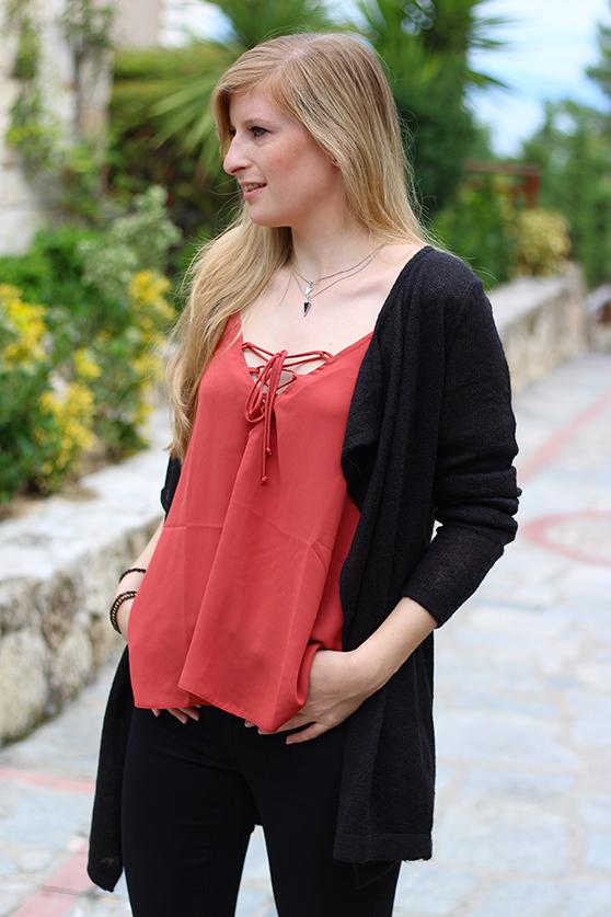 Petite Fashion Blog Griechenland OOTD Lookbook Oberteil mit geschnürtem Ausschnitt Rostrot Cardigan 7