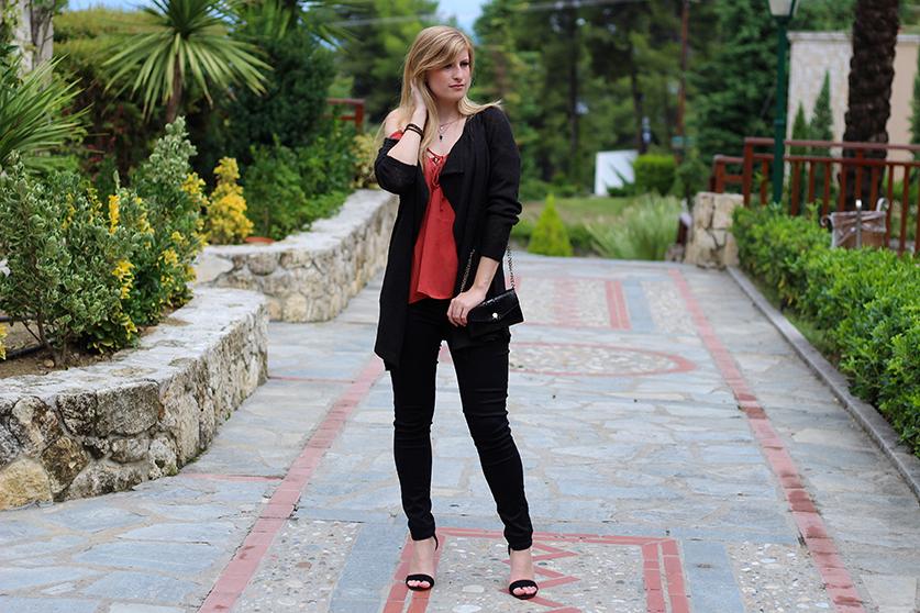 Petite Fashion Blog schwarzes OOTD Lookbook Cardigan Rostrot 8