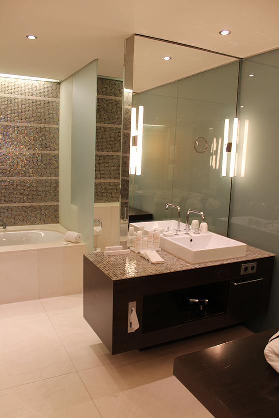 reiseblog hotelbericht radisson blu hotel medienhafen. Black Bedroom Furniture Sets. Home Design Ideas