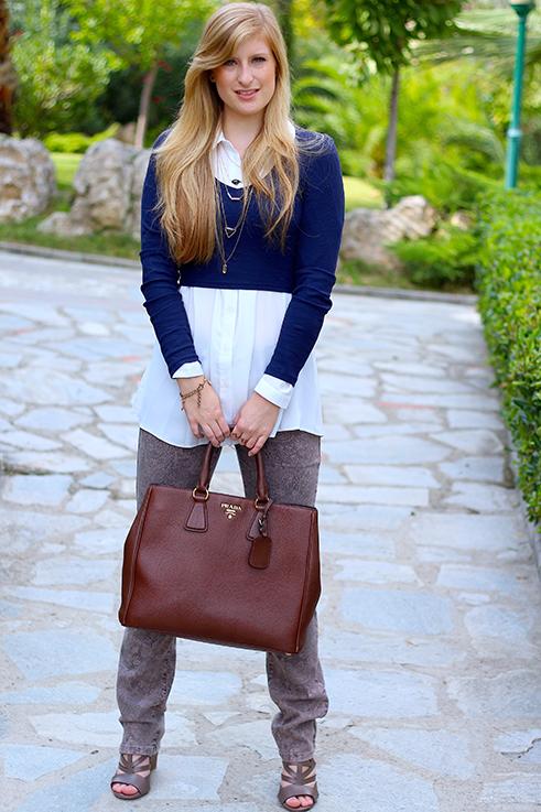 Streetstyle Mode Blog Griechenland Blaues Crop Top mit weißer Bluse braune Prada Tasche 31