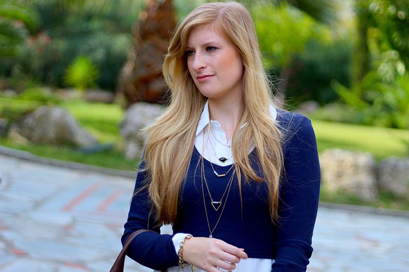 Streetstyle Mode Blog Griechenland Blaues Crop Top mit weißer Bluse braune Prada Tasche 61