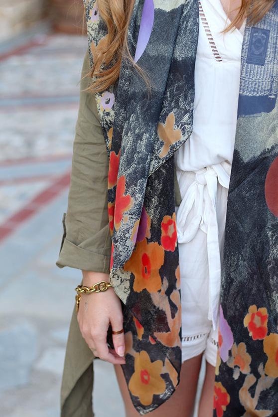 weißer Jumpsuit mit bunten Oilily Tuch stylen ootd Mode Blog Details 5