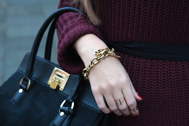 Details Michael Kors Tasche Fellmuster schwarz Gold mit Michael Kors Armband Gold Fashion Blog 8