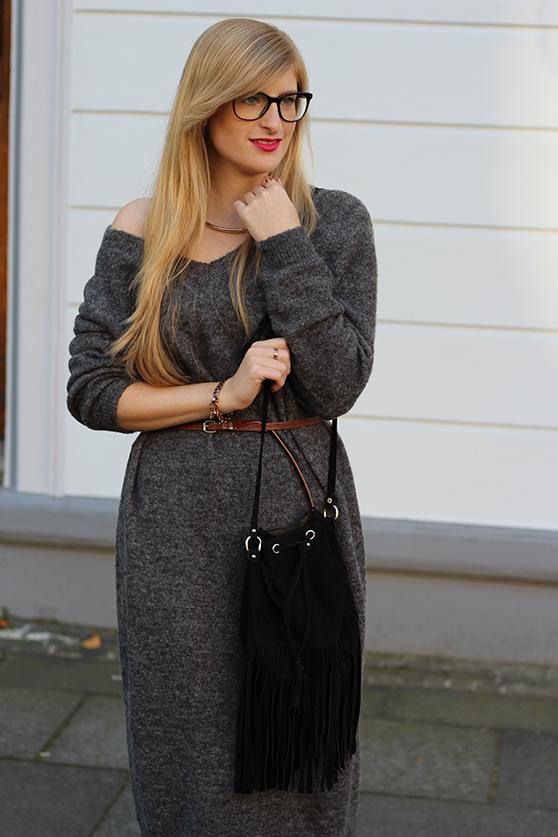 Graues Wollkleid Asos kombinieren schwarze Fransentasche mit Tom Ford Brille Modeblog Deutschland Köln Wintermode 6