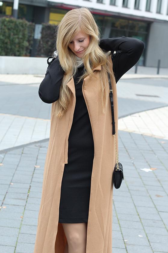 Langer ärmerlloser Mantel in Caramel von Asos mit Burberry Schal Outfit Herbst Modeblog 92