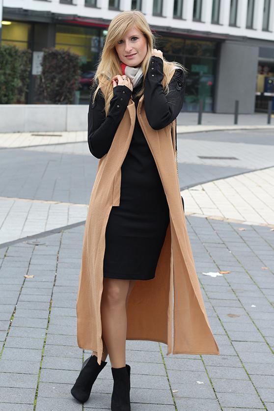Langer ärmerlloser Mantel in Caramel von Asos mit Pilotenkleid Lookbook Outfit Herbst Modeblog 1